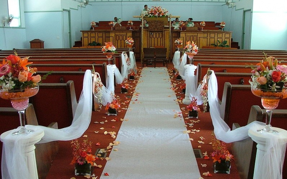 796px-Wedding_aisle_decorated1